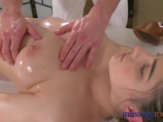 Massasje rooms hot brunette has squirting orgasme før god knulling
