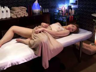 Mosaic: 学院 女孩 reluctant 性高潮 由 masseur
