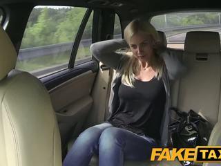 Fake taxi גדול פטמות ו - גדול curvy גוף sucks זין