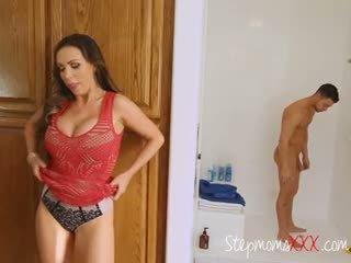 الخطوة أمي seduces و sucks lover من stepdaughter