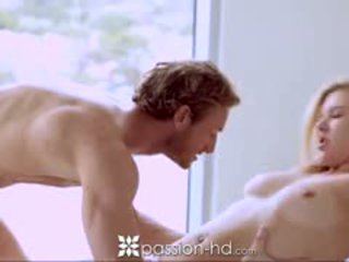 Passion-hd blondinka ýaşlar sucks guy as he shaves