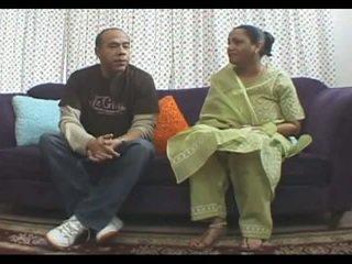 Grande titted matura kira indiano stile