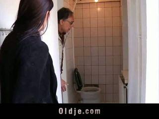 Oldje: তরুণ বালিকা tries তার প্রথম পুরাতন মানুষ