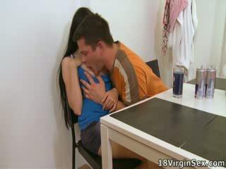 Ami has a man's dong sisäpuolella hänen varten the ensimmäinen aika, loving se.