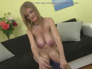 Zreli princesa mama s super velika saggy prsi: brezplačno porno e2