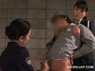 Chuj starved azjatyckie policja kobiety giving na ręcznym w areszt