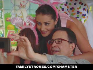 Familystrokes - roztomilý dospívající fucked podle easter králíček strýc