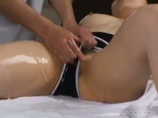 Asia gets alat kelamin wanita massaged dan vibed