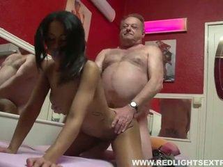 Špinavý starý pervert gets mladý horký prostitutka na vačka