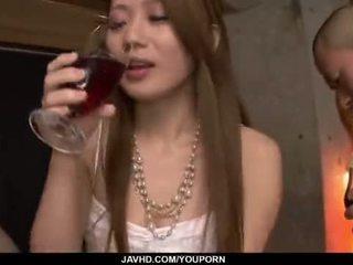 Kazumi nanase feels кілька men трахання її cherry