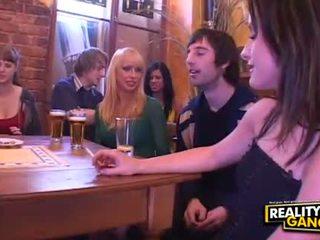 Drunken 性別 狂歡 同 熱 小雞 脫衣 和 跳舞 在 該 酒吧