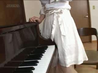 परवरटेड जपानीस पियानो टीचर वीडियो