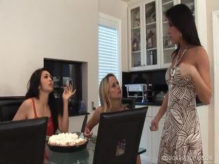 Brunetė porno xxx karalienė mandy hoore jojimas a penis