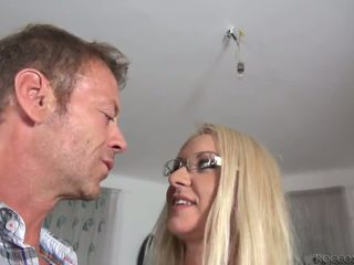 Rocco siffredi destroys dora een pipe en zijn mighty pocket rocket