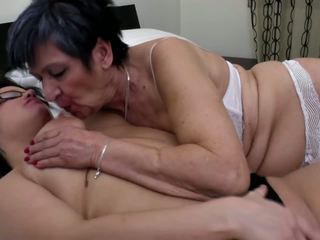 Grandmother Licks and Fucks Young Lesbian: Free HD Porn 4c