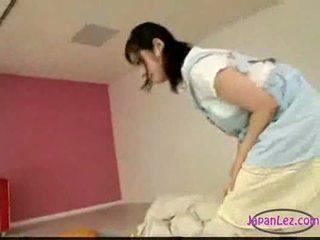 Azjatyckie dziewczyna masturbacja podczas licking palcówka śpiące ty