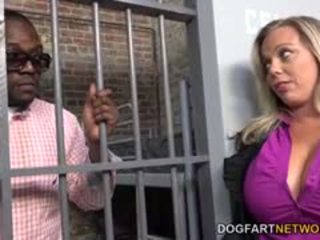 Amber lynn bach fucks a melnas guy uz a cietums