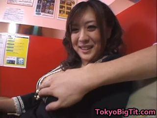 Nana aoyama engulfing dong 在 coffee 店