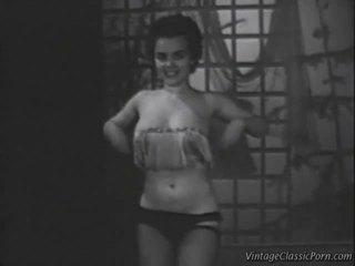 Oldfashioned showgirl