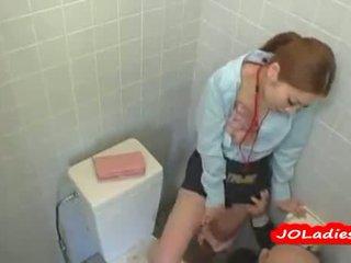 사무실 여자 getting 그녀의 고양이 licked 과 빨기 a guys 수탉