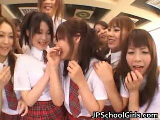 Skaistas japānieši schoolgirls exploring