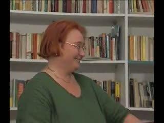 Grande y bella bibliotecaria gets laid