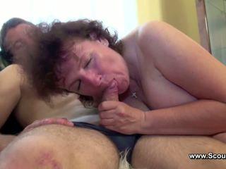 Momen fångad tyska pojke och få körd i alla holes
