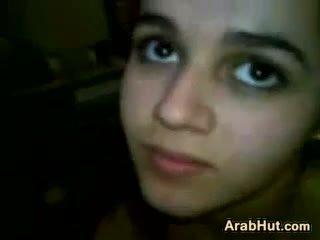 Arab έφηβος/η κορίτσι τσιμπουκώνοντας αυτήν boyfriends καβλί
