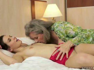 Bystiga mormor loves söt tonårs