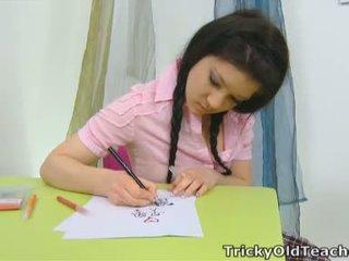 Vika jest w the szkoła pokój później misbehaving z a różowy top i a seksowne plaid spódniczka