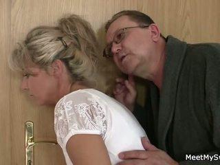 Той leaves и стар parents seduces негов yummy gf