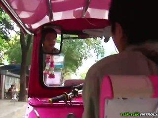 Rallig thai dass loves bis spielen mit schwanz!