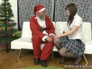 Luma santa clause gives bata tinedyer a gift