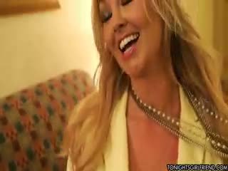 online grote borsten, nylon, meer blond