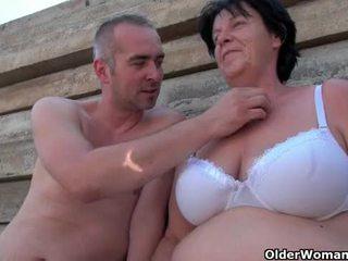 醜 奶奶 同 1 inch 乳頭 性交 outdoors