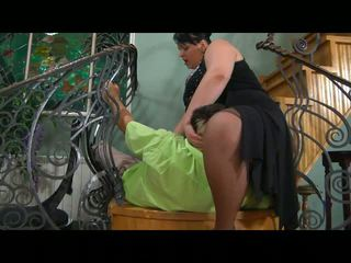 Chubby mom gets her pussy prepared