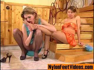 Ninette in alice erotično nogavičke noge scene