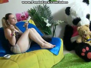 Arrapato dame pleasuring insieme surrounding giocattolo orso