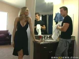 Super sexy barmfager blond milf utroskap henne mann og knulling