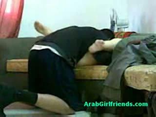 Muslim жінка spread її ноги і gets манда licked