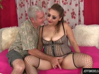 Sexy topolake vajzë gets fucked dhe spermë në gojë