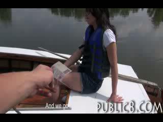 Malu cutie amatur fucks untuk wang luar pada yang bot