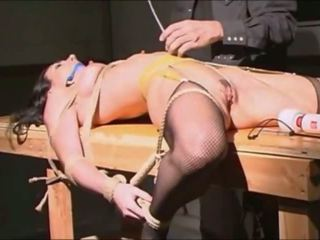 Gul tied cropped clamped and vibed to gutarmak: mugt porno 1b