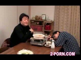 femme au foyer, trentenaire, asiatique