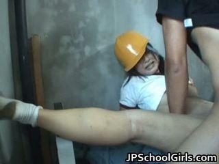 Pievilcīgas meitene fucks milzīgs dzimumloceklis