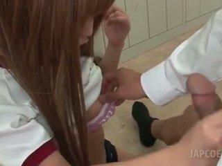 एशियन हॉर्नी स्कूल गर्ल giving हॉट टिटजॉब में क्लासरूम
