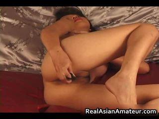 Charming aasialaiset amatööri alasti dildoing