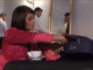 Geil stewardess delen groot lul met haar gf