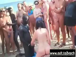 Inter-racial festa em o nua praia vídeo