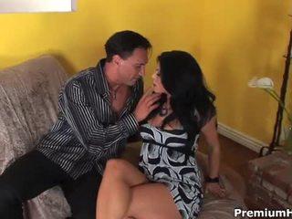 Kylie rachelle takes énorme bite